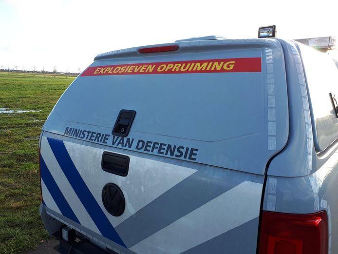 Een wagen van de Explosieven Opruimingsdienst reed vandaag naar Nieuwkoop.