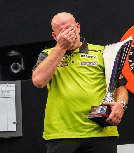 Michael van Gerwen verklaart tranen na titel: 'Ik heb veel klappen moeten verwerken'