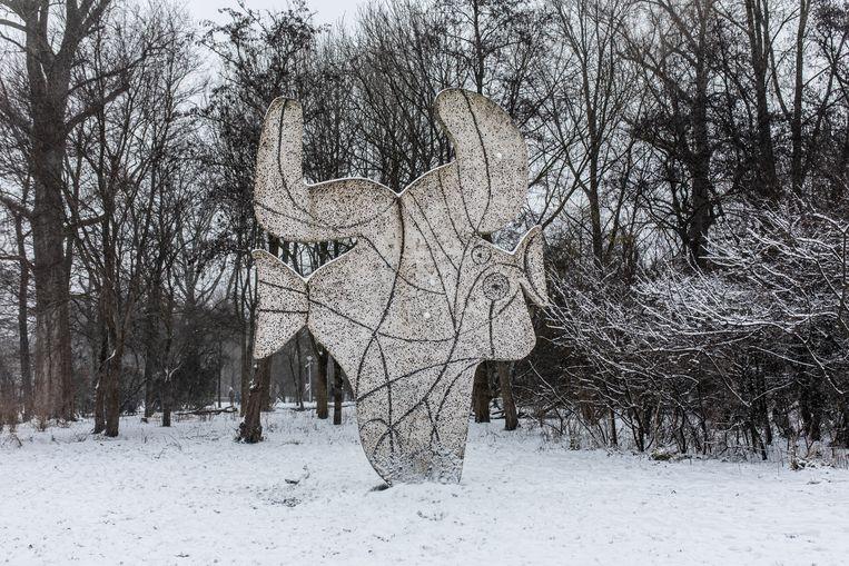 Het Picassobeeld in het Vondelpark. Beeld Nosh Neneh