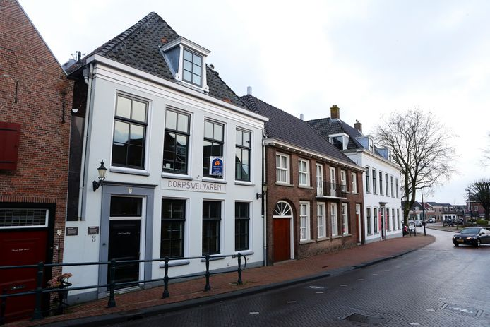 De woning van Sandra Gevaert en Geert Jan Eissens aan de Dorpsstraat in Harmelen. Vraagprijs: 925.000 euro.