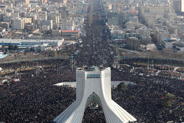De rouwstoet gisteren in Teheran. Beeld EPA