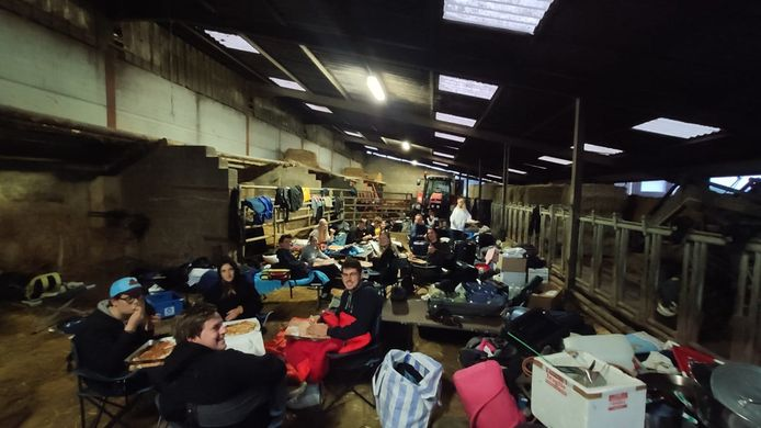 De KAJ Machelen overnachtte in een stal.