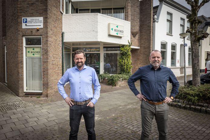 Hans (links) en René Roord voor hun kantoor aan de Oostwal.