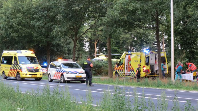 De locatie van het ongeval, vlak na de val van de fietsster tijdens de warme zomeravond.