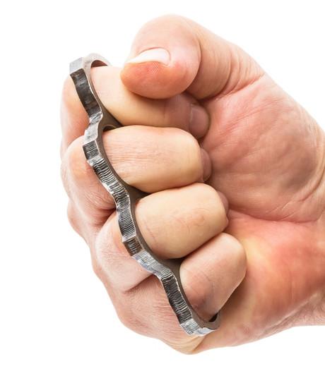 Man door 19-jarige met boksbeugel bedreigd om jas af te staan