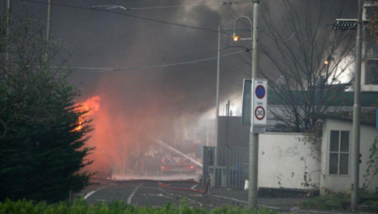 Stadsdeel Oud-Zuid is maandag begonnen met een onderzoek naar de mogelijke aanwezigheid van vuurwerk in de uitgebrande loodsen. Foto ANP Beeld