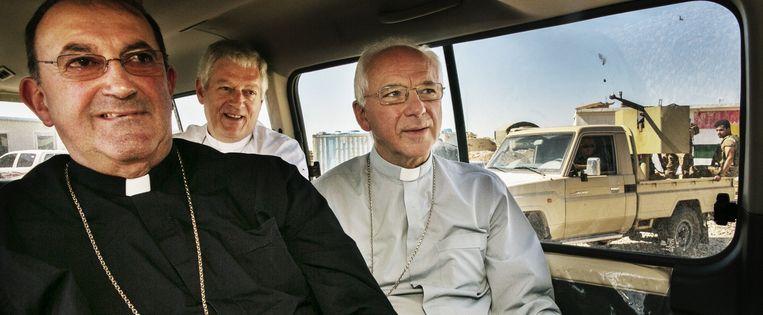 Guy Harpigny, Leon Lemmens en Jozef De Kesel onderweg naar het klooster van Mar Mattai aan de frontlijn in Iraaks-Koerdistan. Beeld Tim Dirven