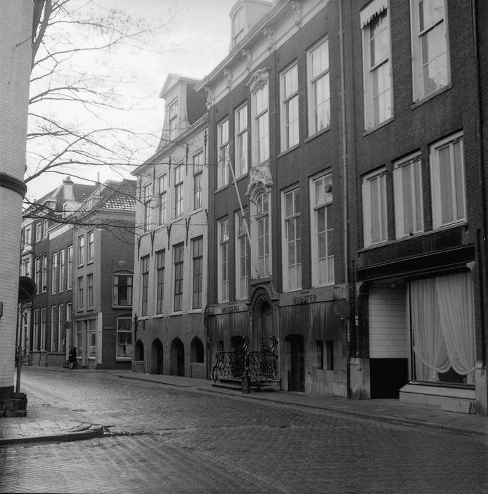 Drukkerij Holster zat vroeger in het statige pand aan de Wijnstraat.