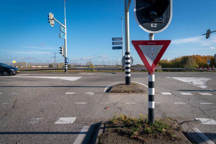 Vanaf hier zou de A15 doorgetrokken moeten worden.