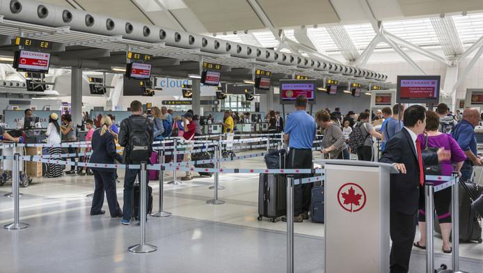 Incheckbalies van maatschappij Air Canada op Toronto Pearson International Airport.