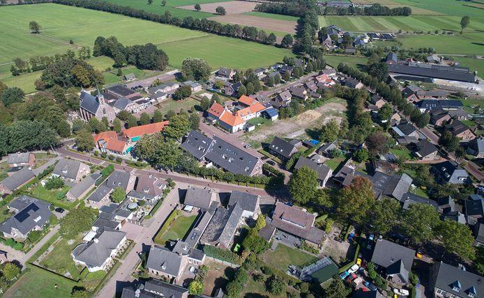 Boerdonk vanuit de lucht, met Herberg 't Mirakel die opvalt door het oranje dak.