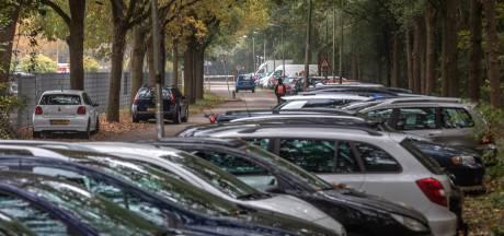 Man uit Hardenberg vernielt 27 auto's op beruchte parkeerplaats in Zwolle