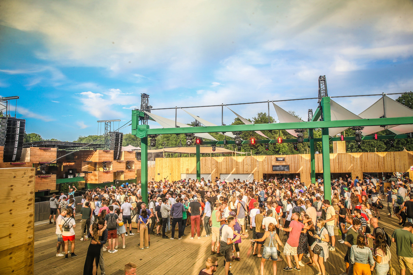 Paradise City mikt op zaterdag 14 augustus op 10.000 bezoekers. Vrijdag en zondag verwacht de organisatie zowat 7.000 feestvierders.