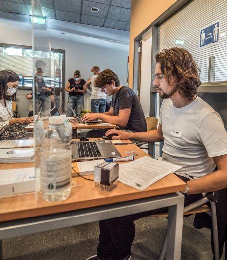 Gemist? Stormloop voor vaccin zonder afspraak in Delft en Haagse misdaadcijfers dalen, maar camera's moeten blijven