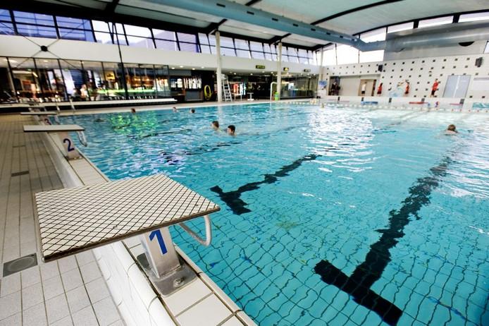 Zwembad stappegoor dicht reeshof weer open tilburg for Foto in het bad