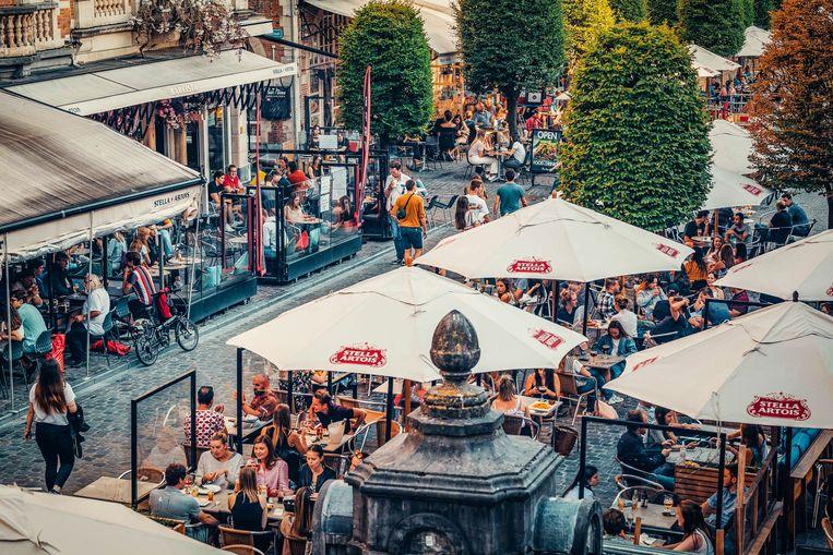 Drukke terrasjes in Leuven eind vorige maand.