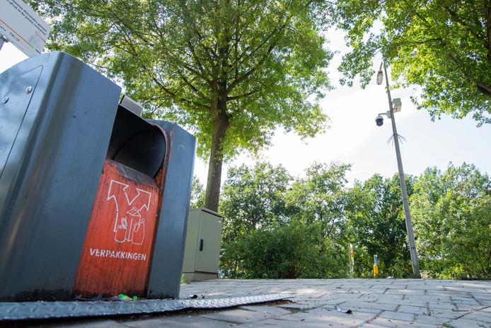 De camera-installatie bij het milieueiland nabij het winkelcentrum De Gors.
