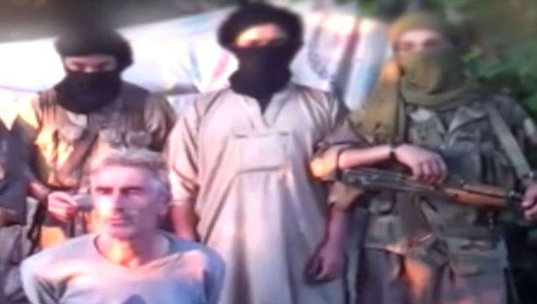 Strijders van Jund al-Khilafa met de gevangen Fransman Hervé Gourdel, in september 2014.