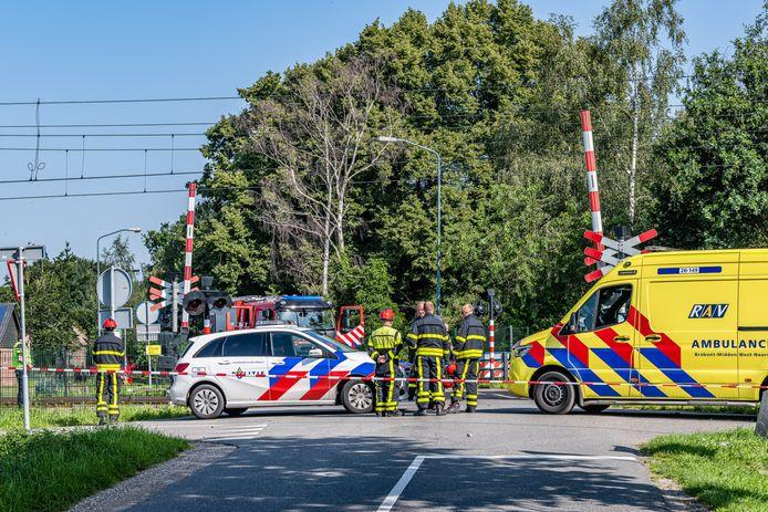 Fietser overleden na aanrijding met trein in Heukelom.