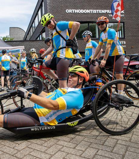 Een etmaal fietsen voor het goede doel, Team Fluffy Rabbit maakt er een feestje van