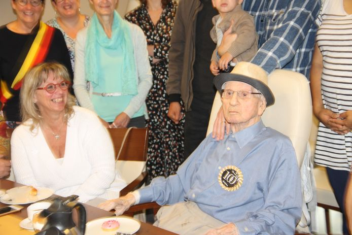 William 'Bill' Blackburn vierde in WZC Aksent zijn 100ste verjaardag in het bijzijn van familie en vrienden.