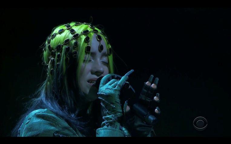 Billie Eilish treedt op tijdens de uitreiking van de Grammy's.  Beeld VIA REUTERS