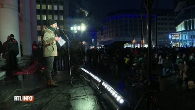 Nouvel appel à l'aide de la culture devant la Monnaie à Bruxelles