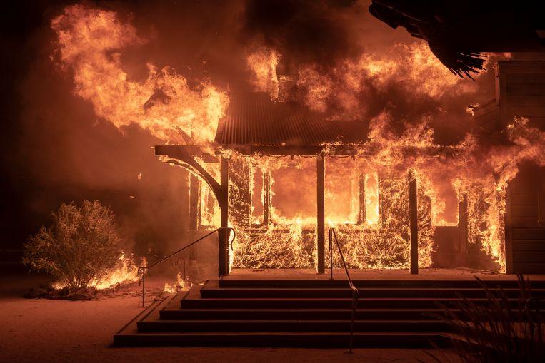 Het vuur grijpt in het noorden van Californië snel om zich heen.