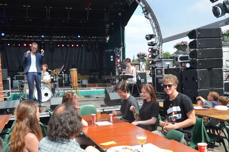 Een sfeerbeeld van de vorige editie van het flierefluiterfestival in Meerbeke.
