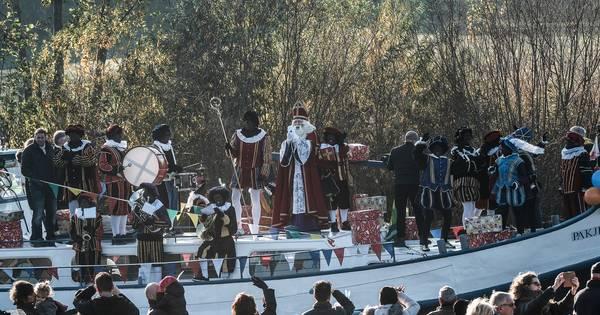 Corona Zet Streep Door Drive In Intocht Sinterklaas In Doetinchem Corona In De Achterhoek Gelderlander Nl