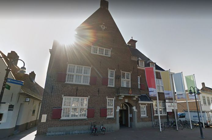 Een dik vet compliment voor onze medewerkers. Aldus burgemeester Han Looijen van Sint-Michielsgestel. Het glas is halfvol, niet slecht gedaan. Zegt zijn collega Ronald van Meygaarden van Boxtel.
