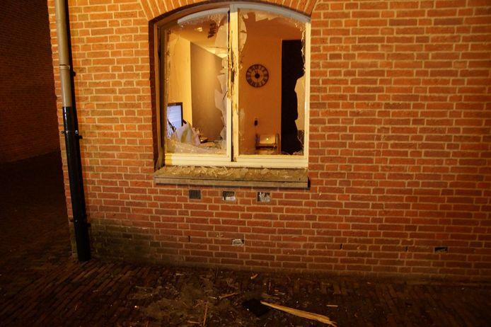 Flinke schade na de ontploffing bij een woning aan de Zustersteeg in Heusden.