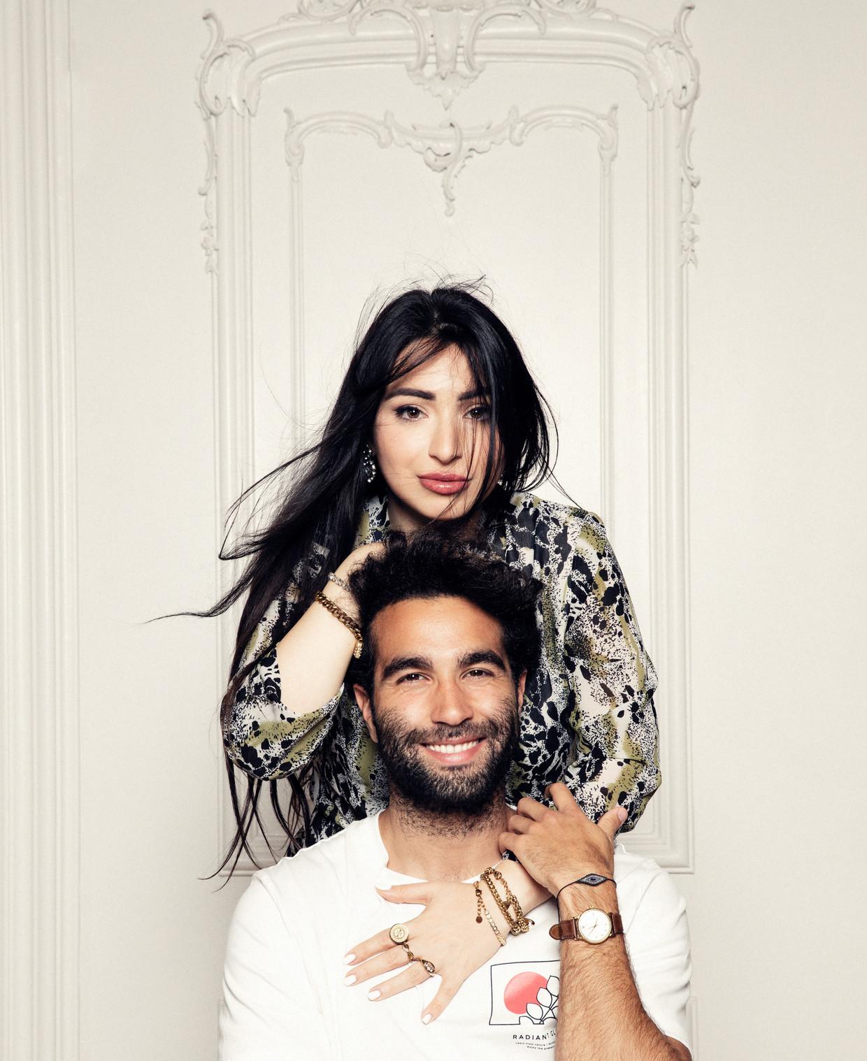 Lale Gül en Mano Bouzamour. Beeld Linda Stulic