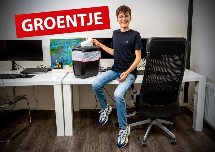 Jonas op het kantoor van zijn vader.