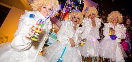 Storm zet streep door pre-carnaval op de Markt in Eindhoven