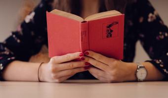 De ruzie over het boekenweekthema 'moeder de vrouw' is bijgelegd