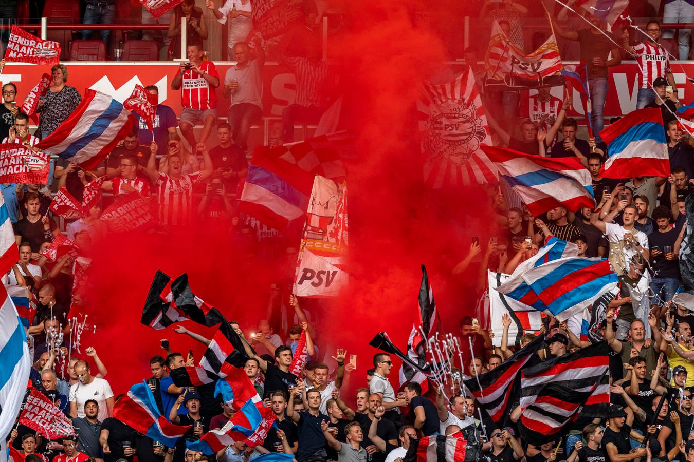 Overvolle tribunes woensdag bij de wedstrijd PSV - Galatasaray