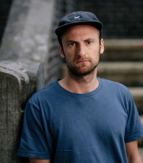 De bel gaat, daar staat een zwijgende man met een draaiende camera: voor Eindhovense filmmaker Guido 'de moeilijkste film ooit'