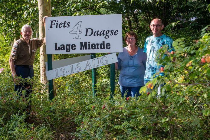 De organisatie van de fiets4daagse in Lage Mierde in 2019.