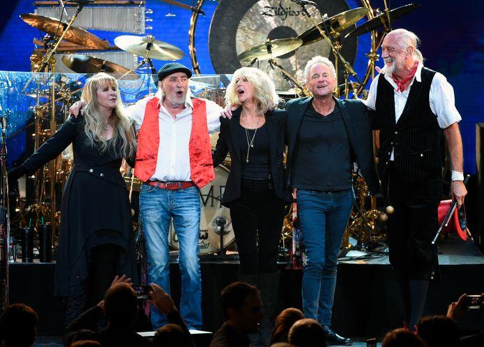 Vanavond staan ze op de wei in Werchter, maar 50 jaar geleden waren deze heren er ook al bij toen Fleetwood Mac in ons land optrad, in de Arenahal in Deurne: John McVie (links) en Mick Fleetwood.