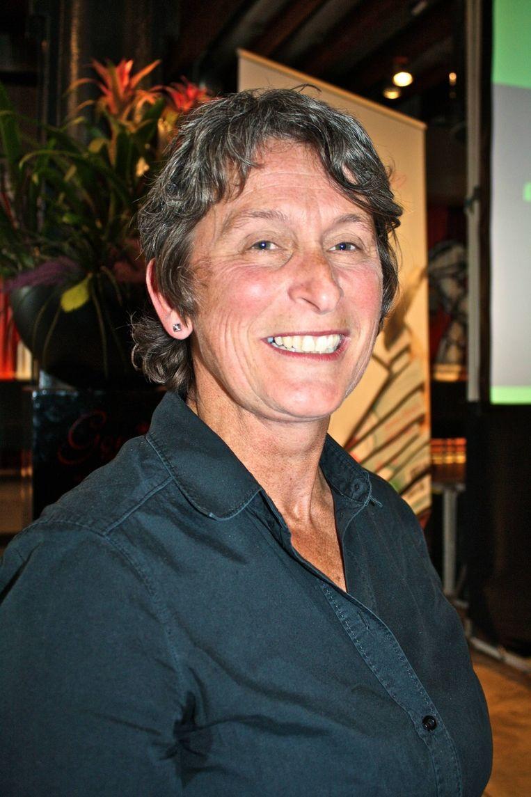 Hoofdredacteur van het blad, Lily Martens, glundert van oor tot oor.  <br /> Beeld