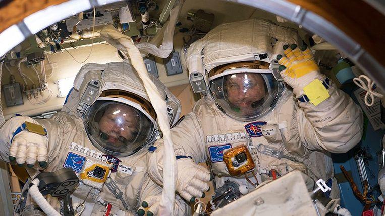 Anton Sjkaplerov en Aleksandr Misoerkin zullen 6,5 uur rond het ISS zweven.