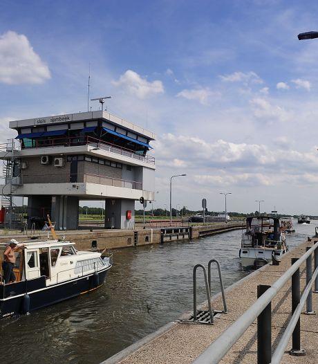 Dronken schipper (33) botst in sluis Sambeek tot twee keer toe op ander vrachtschip