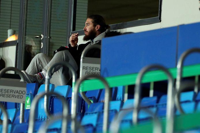Sergio Ramos op de tribune bij Real Madrid.