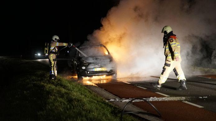 De autobrand vond plaats op de Braakmanssteeg in Bathmen.