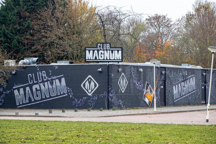 Club Magnum in het Van Tuyllpark.