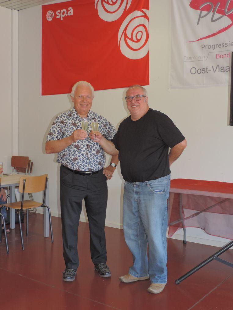 Christiaan De Wulf (links) en Eddy Coene klinken op de toekomst van sp.a Eeklo.