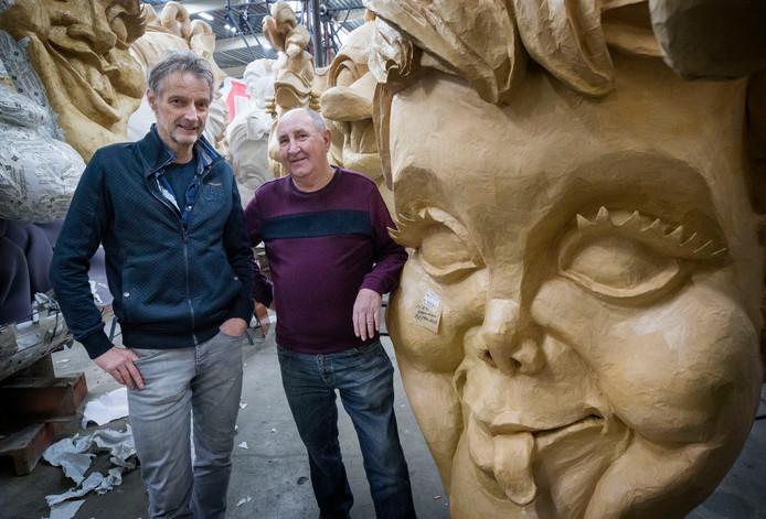 Jan Marcelissen en Cor Baardemans, leden van CV De Faant in Raamsdonksveer, missen hun carnavalsvriend en bouwmaat Pieter van Leeuwen.