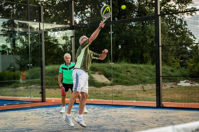 Bij Tennisvereniging Valkenswaard kan er vanaf nu padel gespeeld worden. De banen zijn een aanwinst voor de club.