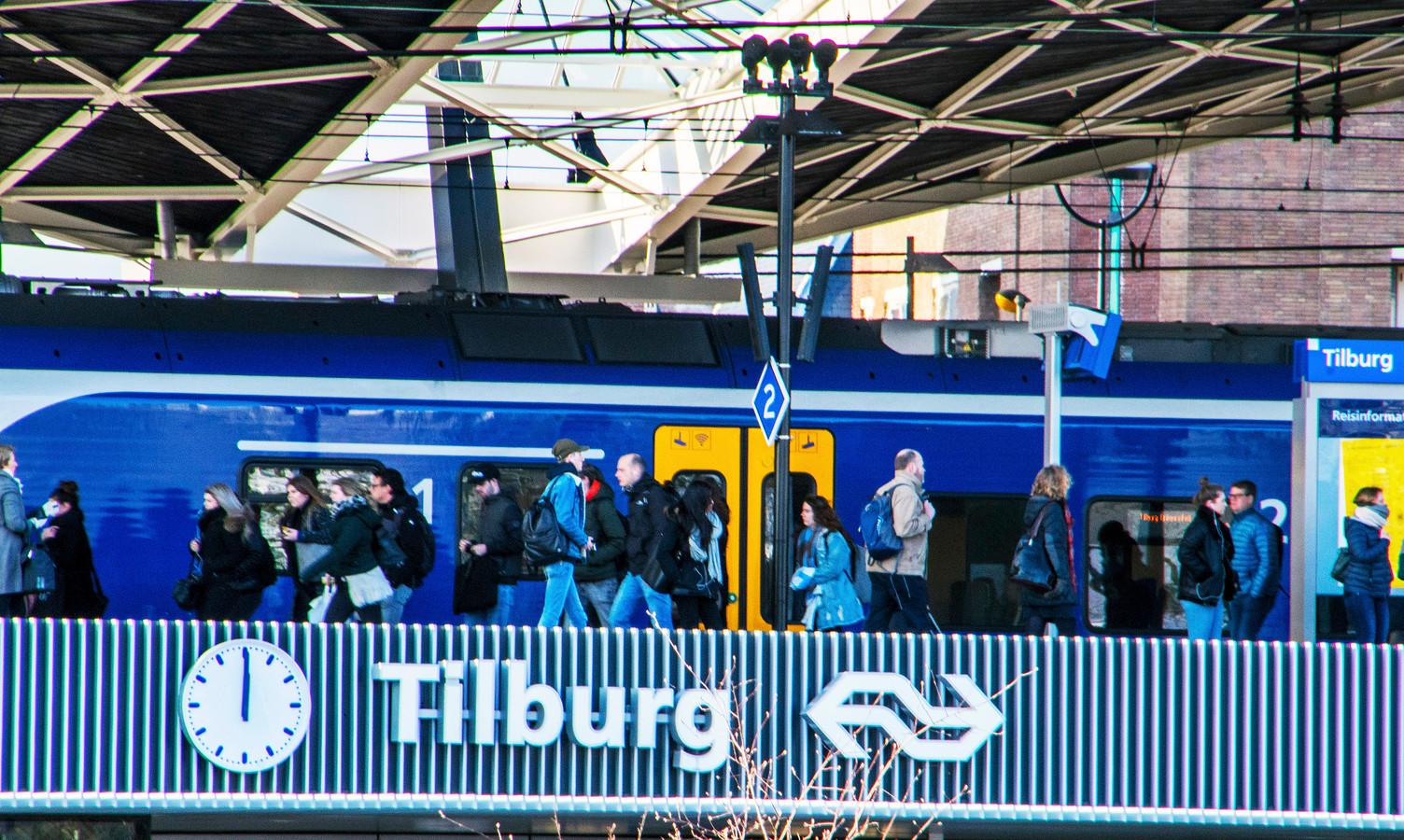 Drukte op station Tilburg.